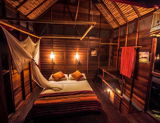 koh-lipe-resort-castaway-beach-front-breezy-bungalow-bedroom