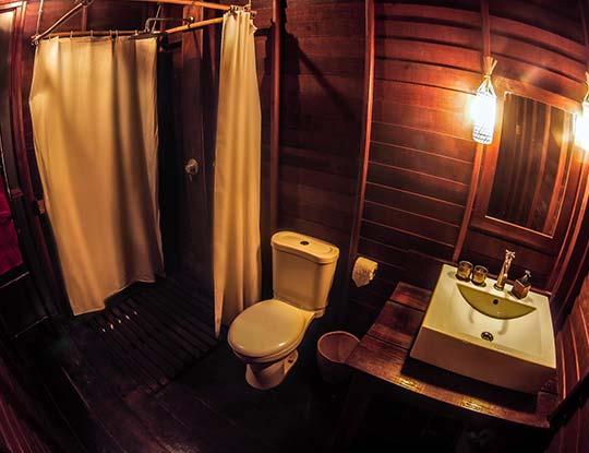 Comfy Bungalow bathroom